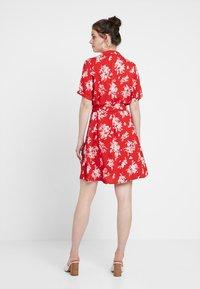 Gina Tricot - BLENDA BUTTON DOWN DRESS - Blousejurk - blossom red - 2