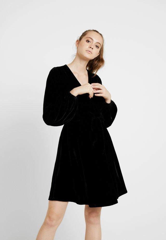 VERA VELVET DRESS - Freizeitkleid - black