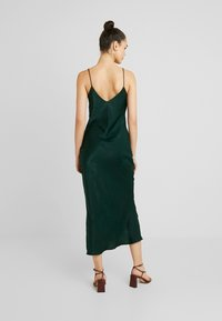 Gina Tricot - EXCLUSIVE SANDY SLIP DRESS - Denní šaty - pine grove - 2
