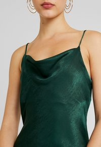 Gina Tricot - EXCLUSIVE SANDY SLIP DRESS - Denní šaty - pine grove - 5