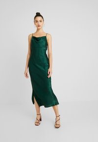 Gina Tricot - EXCLUSIVE SANDY SLIP DRESS - Denní šaty - pine grove - 0