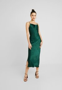 Gina Tricot - EXCLUSIVE SANDY SLIP DRESS - Denní šaty - pine grove - 1