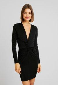 Gina Tricot - AMBI DRESS - Robe fourreau - black - 0