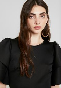 Gina Tricot - KHLOE DRESS - Robe fourreau - black - 4