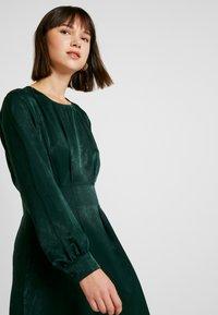 Gina Tricot - EXCLUSIVE SANDRA DRESS - Kjole - pine grove - 4