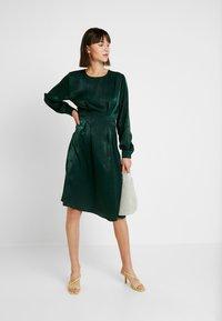 Gina Tricot - EXCLUSIVE SANDRA DRESS - Kjole - pine grove - 2