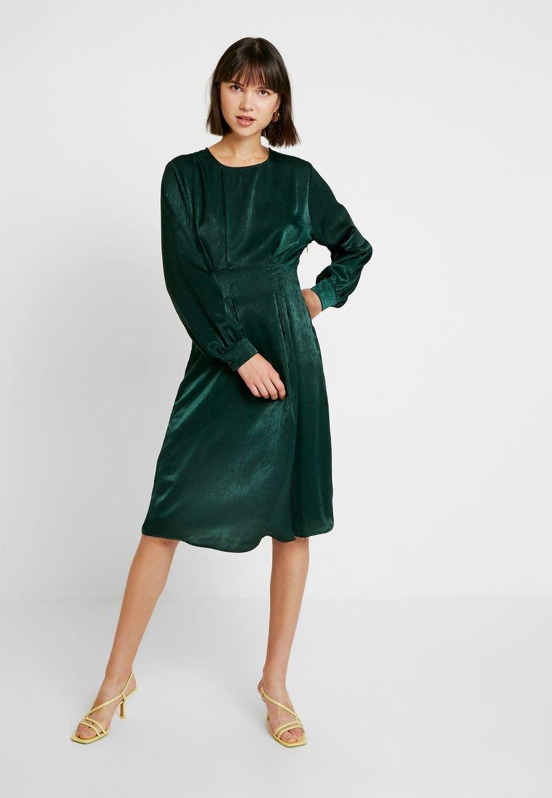 Gina Tricot - EXCLUSIVE SANDRA DRESS - Kjole - pine grove
