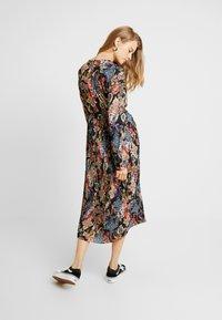 Gina Tricot - ASTRID PLEATED DRESS - Korte jurk - black/pink - 2