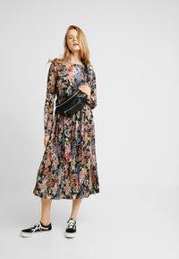 Gina Tricot - ASTRID PLEATED DRESS - Korte jurk - black/pink - 1