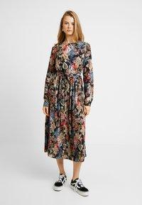 Gina Tricot - ASTRID PLEATED DRESS - Korte jurk - black/pink - 0