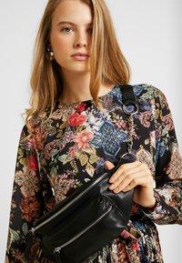 Gina Tricot - ASTRID PLEATED DRESS - Korte jurk - black/pink - 3