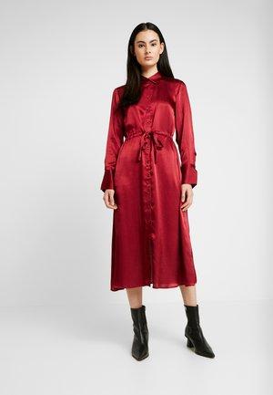 LOVISA DRESS - Vestido camisero - pomegranate
