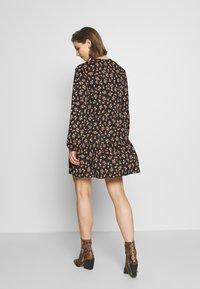 Gina Tricot - ELLEN DRESS - Robe d'été - tangerine ditsy - 2