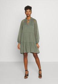 Gina Tricot - ALFINA DRESS - Denní šaty - beetle - 1