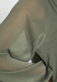 Gina Tricot - ALFINA DRESS - Denní šaty - beetle - 4