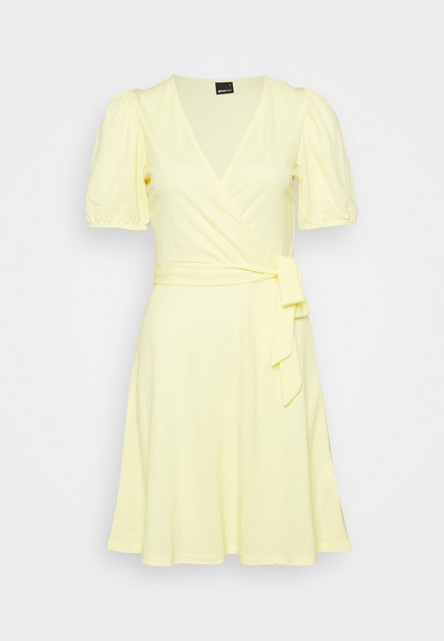 WANJA WRAP DRESS - Jerseyklänning - lemon meringe