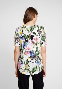 Gina Tricot - Blusa - white jungle