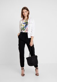 Gina Tricot - Blusa - white jungle - 1