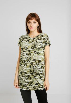 SELENA - Camiseta estampada - green tie dye