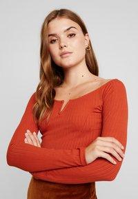 Gina Tricot - EXCLUSIVE  - Camiseta de manga larga - picante - 4