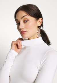 Gina Tricot - DORSIA TURTLENECK - Long sleeved top - offwhite - 3