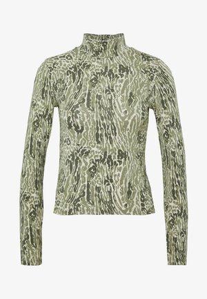 DORSIA TURTLENECK - Maglietta a manica lunga - green leo