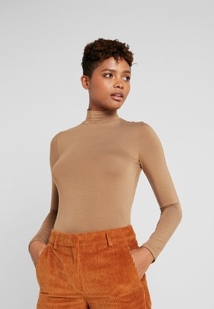 DORSIA TURTLENECK - Topper langermet - toasted coconut