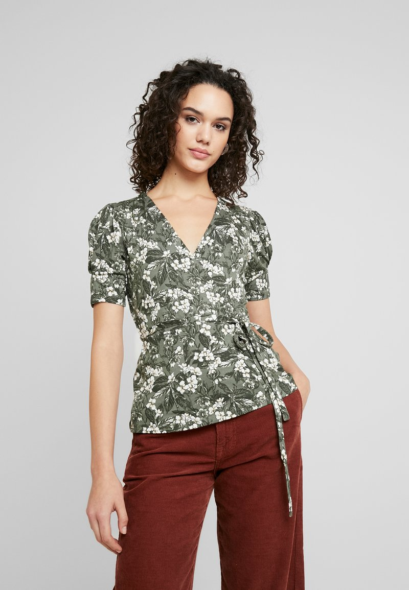 Gina Tricot - WRAP TOP - T-shirt med print - greengarden