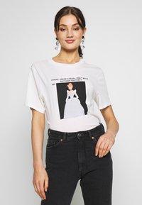 Gina Tricot - ELLEN TEE  - Print T-shirt - offwhite - 0