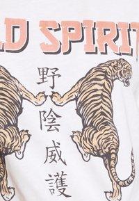 Gina Tricot - EDITH TEE - T-shirt z nadrukiem - offwhite - 5