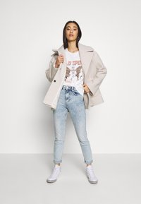 Gina Tricot - EDITH TEE - T-shirt z nadrukiem - offwhite - 1