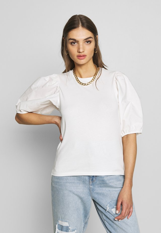 LISA TOP - Jednoduché triko - white