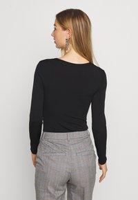 Gina Tricot - LEA SQUARE NECK - Langærmede T-shirts - black - 2