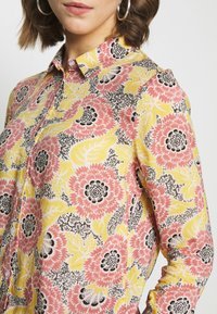 Gina Tricot - VILMA  - Button-down blouse - flower - 4