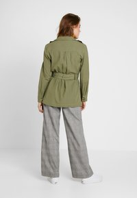 Gina Tricot - KAIA ARMY JACKET - Krátký kabát - deep lichen - 2