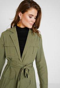 Gina Tricot - KAIA ARMY JACKET - Krátký kabát - deep lichen - 3