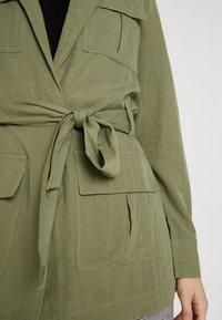 Gina Tricot - KAIA ARMY JACKET - Krátký kabát - deep lichen - 5