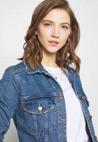 Gina Tricot - SOLANGE JACKET - Džínová bunda - mid blue denim - 3