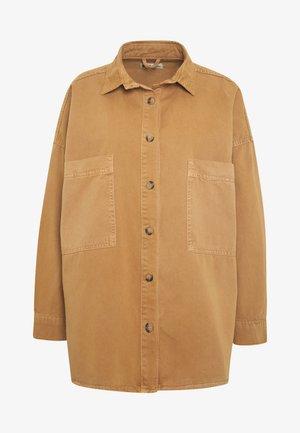 OVERSIZED DENIM SHACKET - Button-down blouse - chipmunk