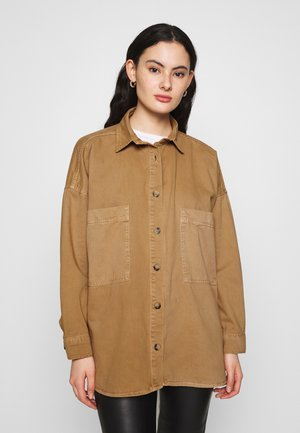 OVERSIZED DENIM SHACKET - Button-down blouse - chipmunk