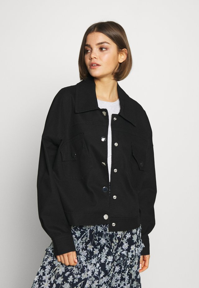 EMMA TRUCKER JACKET - Lehká bunda - black