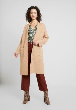 HILMA COAT - Cardigan - soft camel