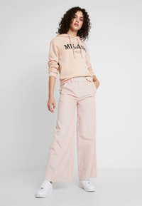 Gina Tricot - ULRIKA HOODY DEVELOPMENT - Bluza z kapturem - dusty rose - 1
