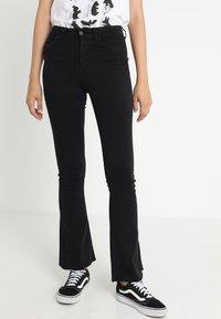 Gina Tricot - Jeans a zampa - black - 0