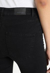 Gina Tricot - Jeans a zampa - black - 6