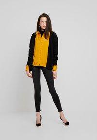 Gina Tricot - BONNIE - Jeans Skinny Fit - black/grey - 1