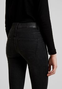 Gina Tricot - BONNIE - Jeans Skinny Fit - black/grey - 5
