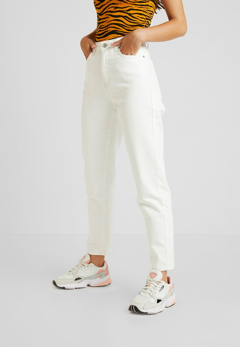 Gina Tricot - DAGNY MOM - Relaxed fit -farkut - raw white