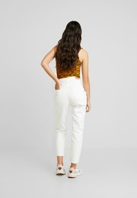 Gina Tricot - DAGNY HIGHWAIST - Jeans Tapered Fit - raw white - 2
