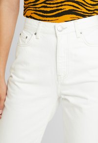 Gina Tricot - DAGNY HIGHWAIST - Jeans Tapered Fit - raw white - 4